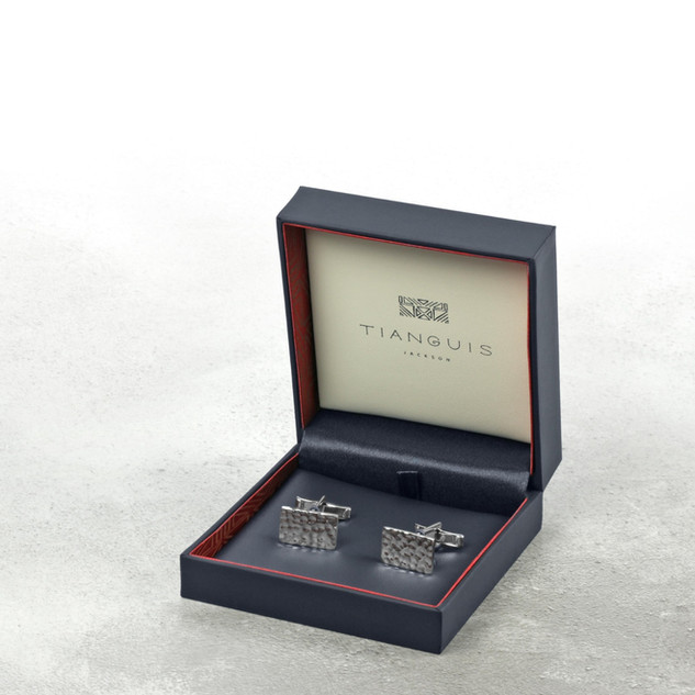 Cufflinks_Box_R_01_edited.jpg