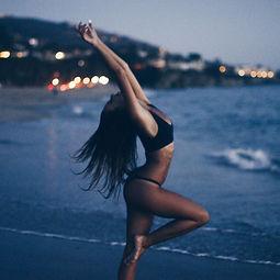 danse sensuelle elsa maclou.jpg