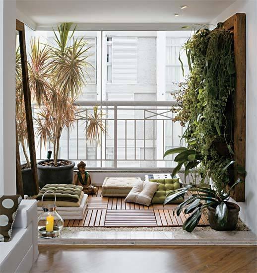 varanda-zen-com-deck-jardim-vertial-e-futons