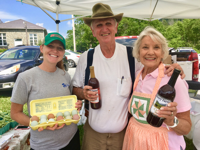 Linda Waightstill & Ashley at Farmers Ma