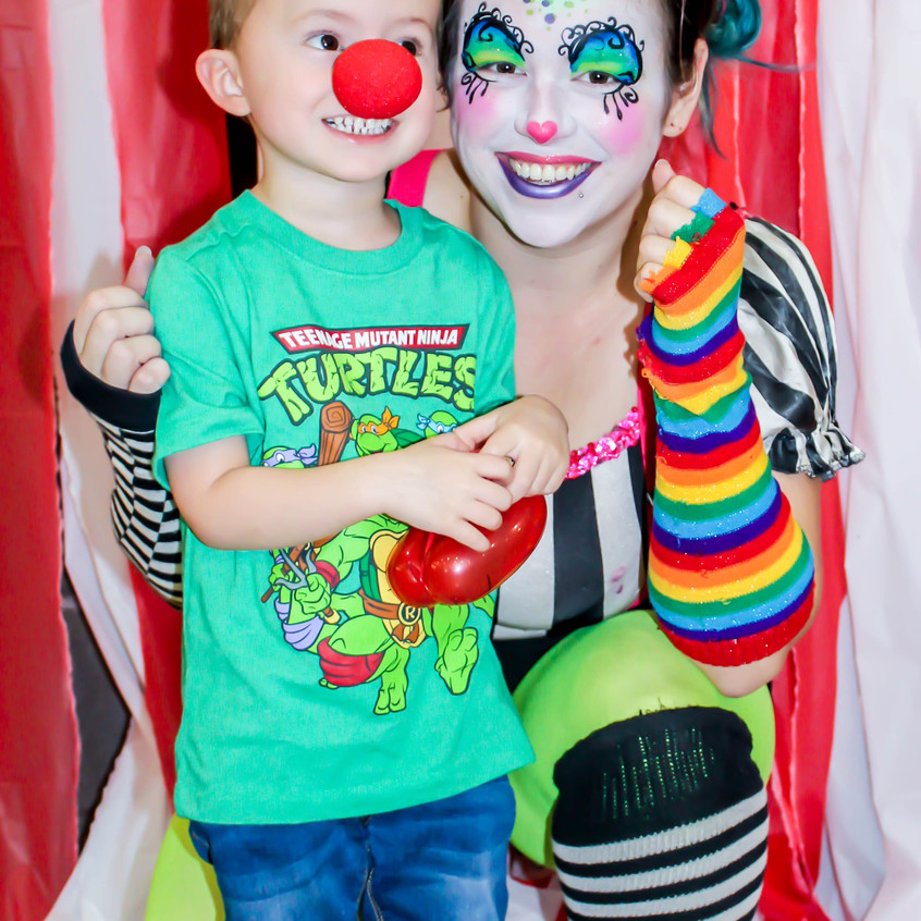 Clown with Earth Fairy Entertainment in Portland Oregon, professional coporate entertainer, birthday party  kids staged show