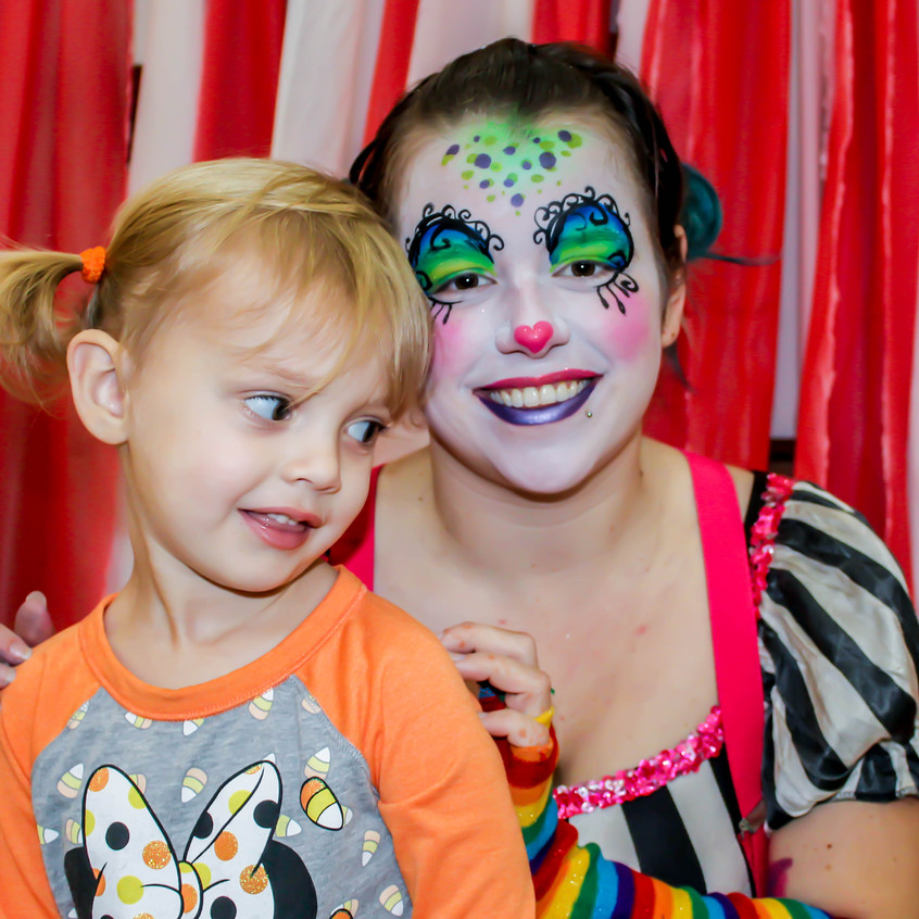 Clown with Earth Fairy Entertainment in Portland Oregon, professional and coporate entertainer, birthday party, kids staged show