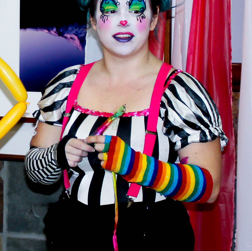 Clown with Earth Fairy Entertainment in Portland Oregon, professional coporate entertainer, birthday party, kids staged show, fun