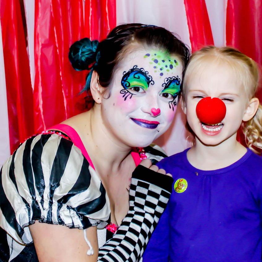 Clown with Earth Fairy Entertainment in Portland Oregon, professional coporate entertainer, children birthday party, kids staged show