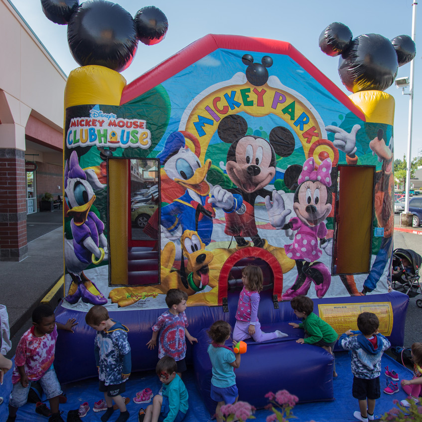 free things to do with kids in the Portland area Earth Fairy Entertainment Columbia Gorge Outlets in Troutdale Oregon, Adventure Club