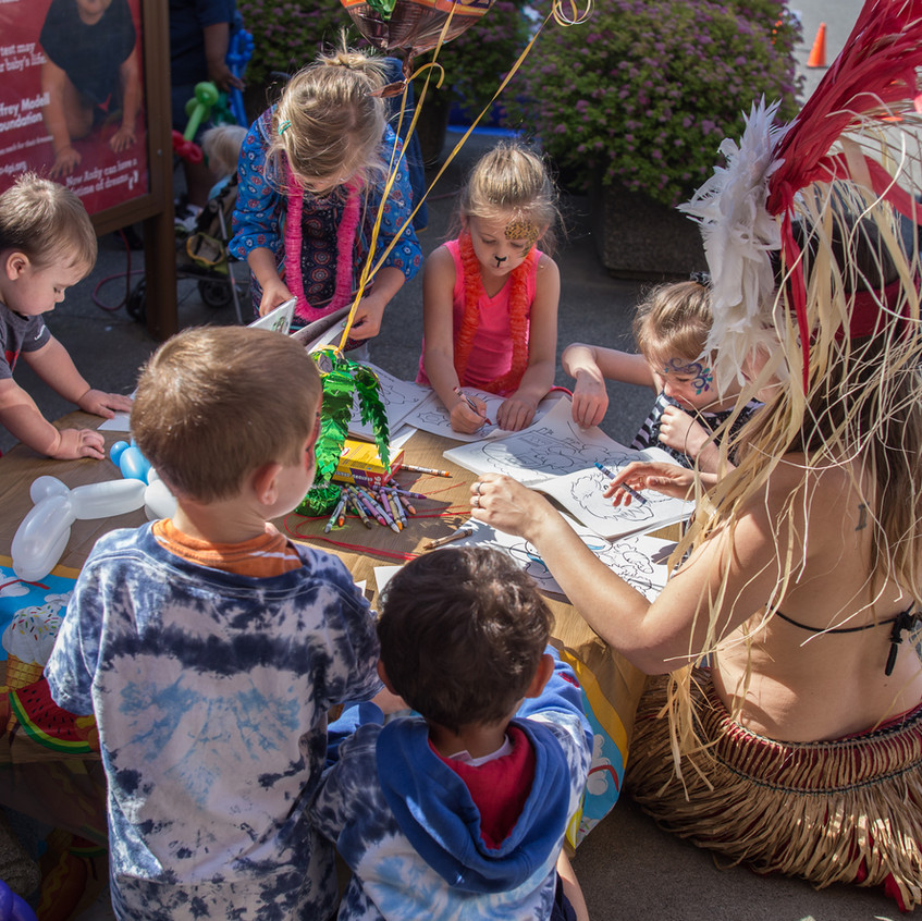 free things to do with kids in the Portland area Earth Fairy Entertainment Columbia Gorge Outlets in Troutdale Oregon, Adventure Club fun