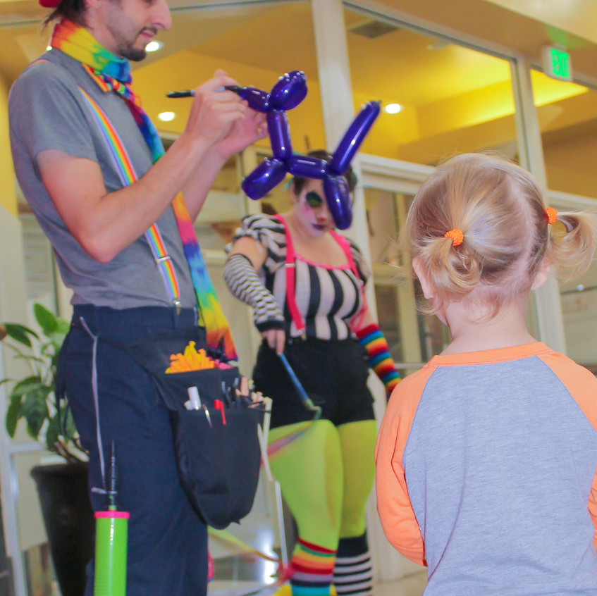 Clown with Earth Fairy Entertainment in Portland Oregon, professional coporate entertainer, birthday party, kids staged show, balloon twister