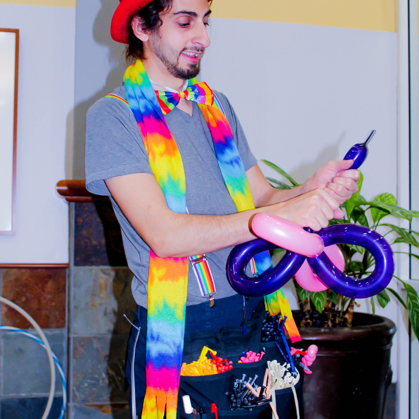 Balloon Twister with Earth Fairy Entertainment in Portland Oregon, professional coporate entertainer, birthday party, kids staged show