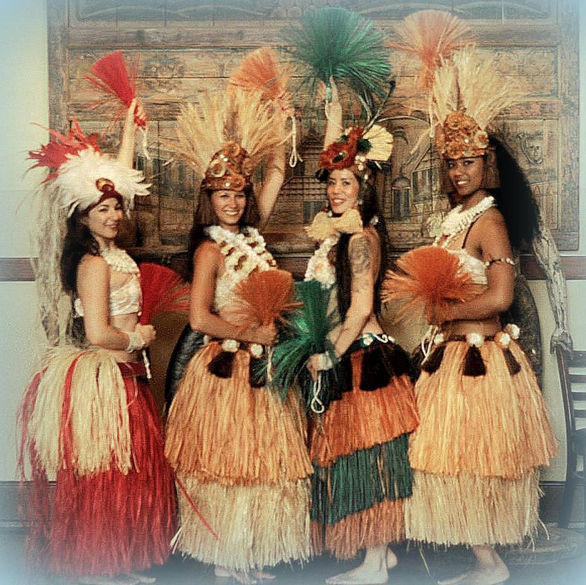 Hawaiian hula dancer with Earth Fairy En