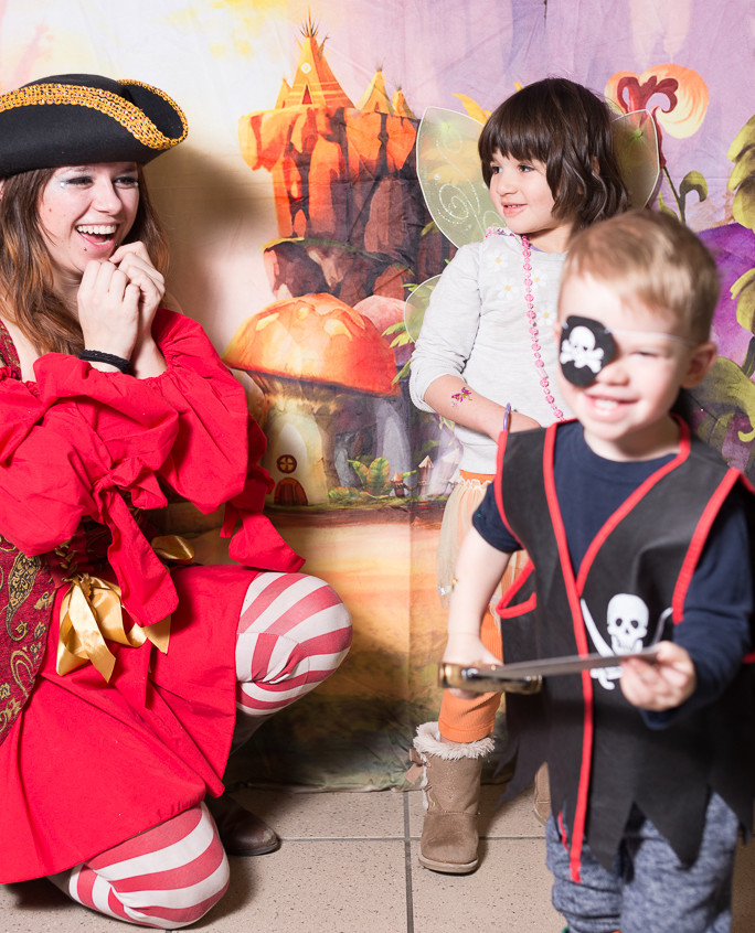 Pirate character appearance from Earth Fairy Entertainment, adventure club, childrens activities, party planning, kids fun Portland Hillsboro Beaverton fun