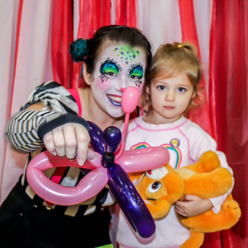 Clown with Earth Fairy Entertainment in Portland Oregon, professional coporate entertainer, birthday party, Salem, kids staged show