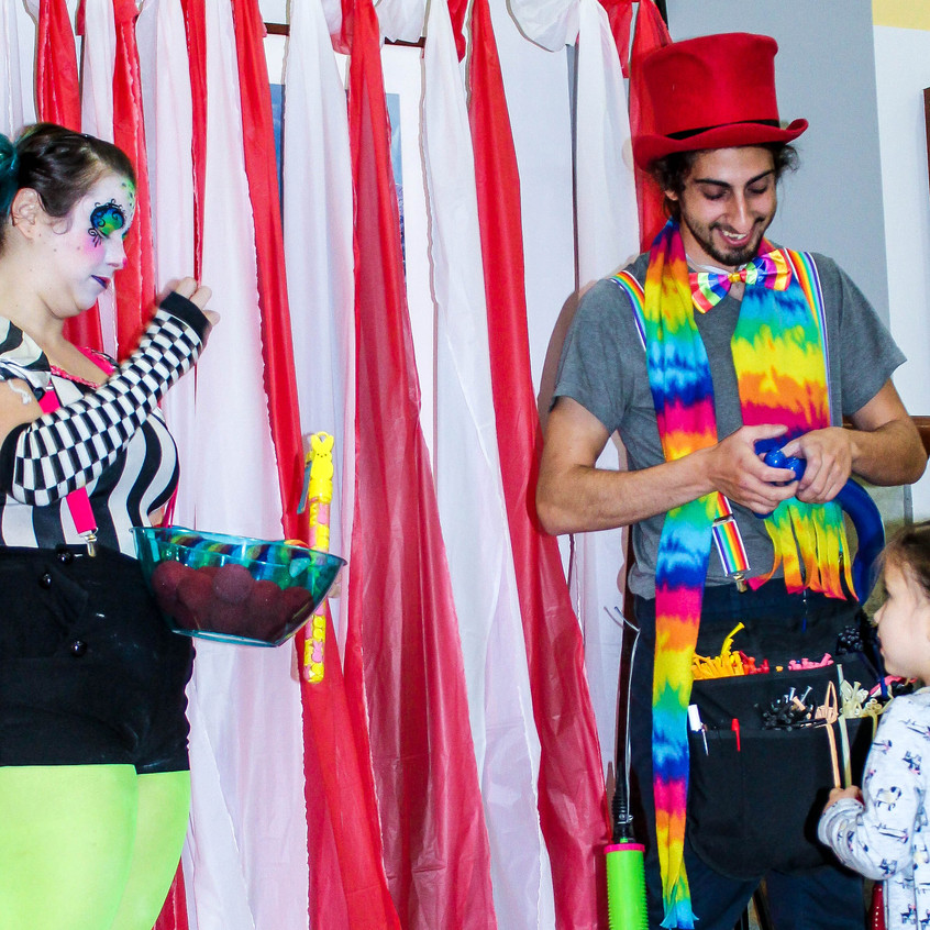 Clown with Earth Fairy Entertainment in Portland Oregon, professional coporate entertainer, birthday party, kids staged show, Beaverton