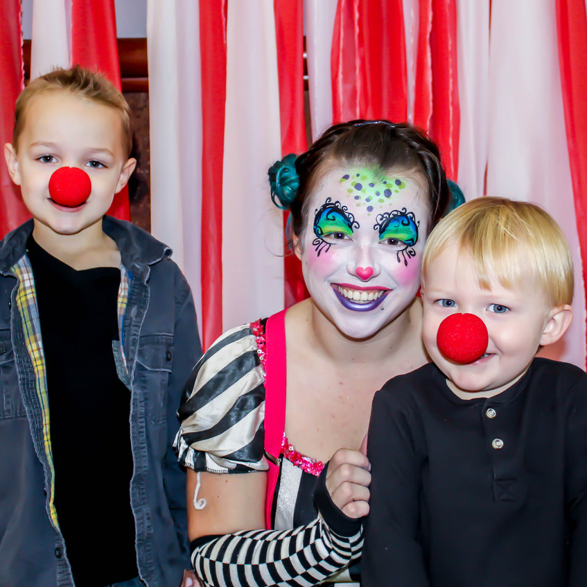 Clown with Earth Fairy Entertainment in Portland Oregon, professional coporate entertainer, birthday party, children, kids staged show