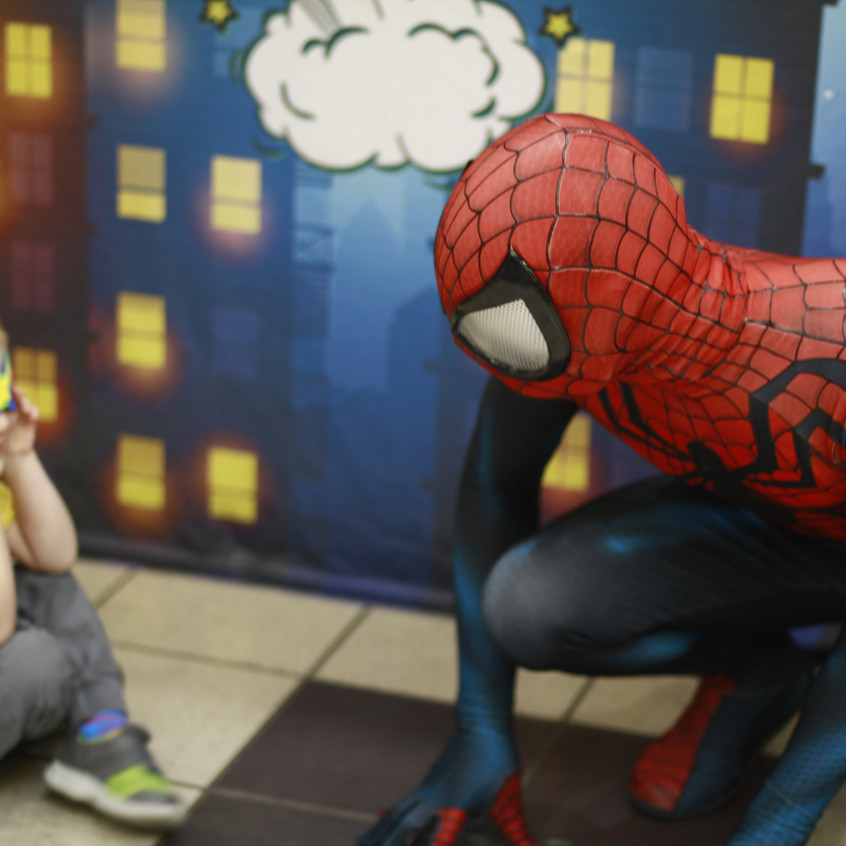 Spider Hero super heroes party with Eart