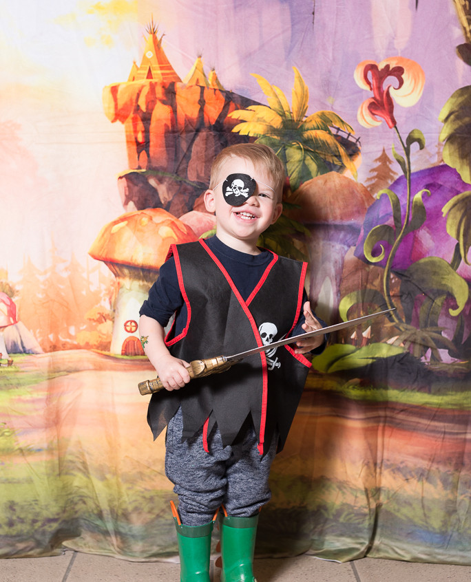 Pirate character appearance from Earth Fairy Entertainment, adventure club, childrens activities, party planning, kids fun Portland Hillsboro Beaverton fairy