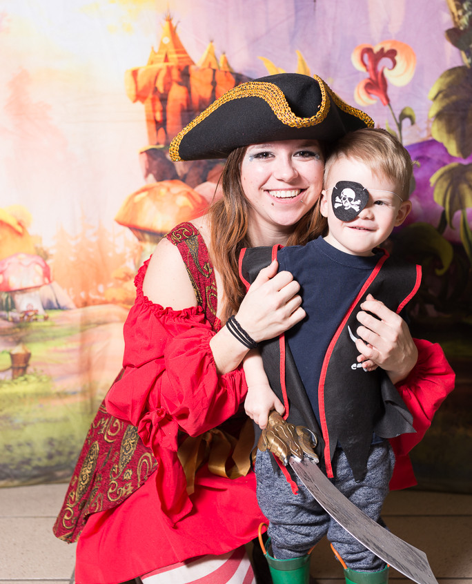 Pirate character appearance from Earth Fairy Entertainment, adventure club, childrens activities, party planning, kids fun Portland Hillsboro Beaverton Troutdale