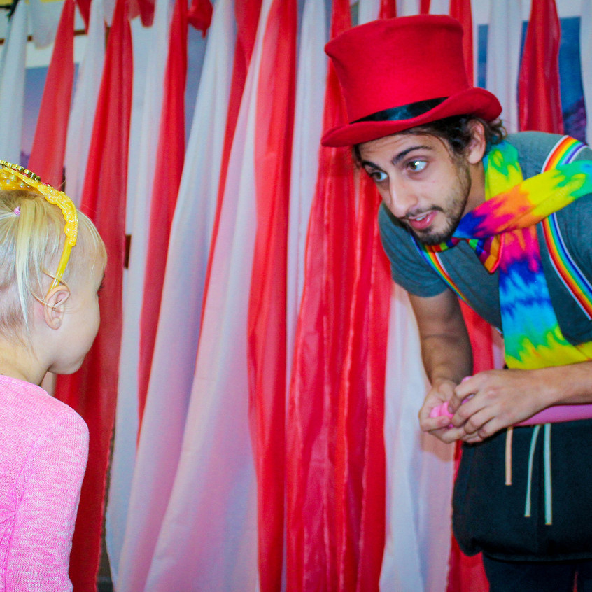Balloon Twister with Earth Fairy Entertaiment in Portland Oregon, birthday or coproprate entertainer, insured, event planning