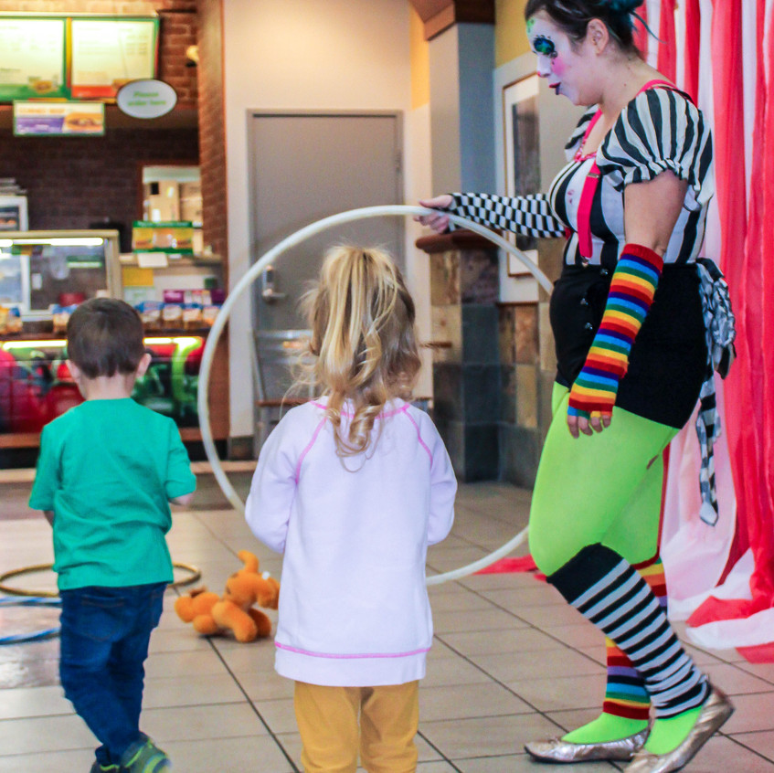 Clown with Earth Fairy Entertainment in Portland Oregon, professional coporate entertainer, birthday party, kids holiday staged show