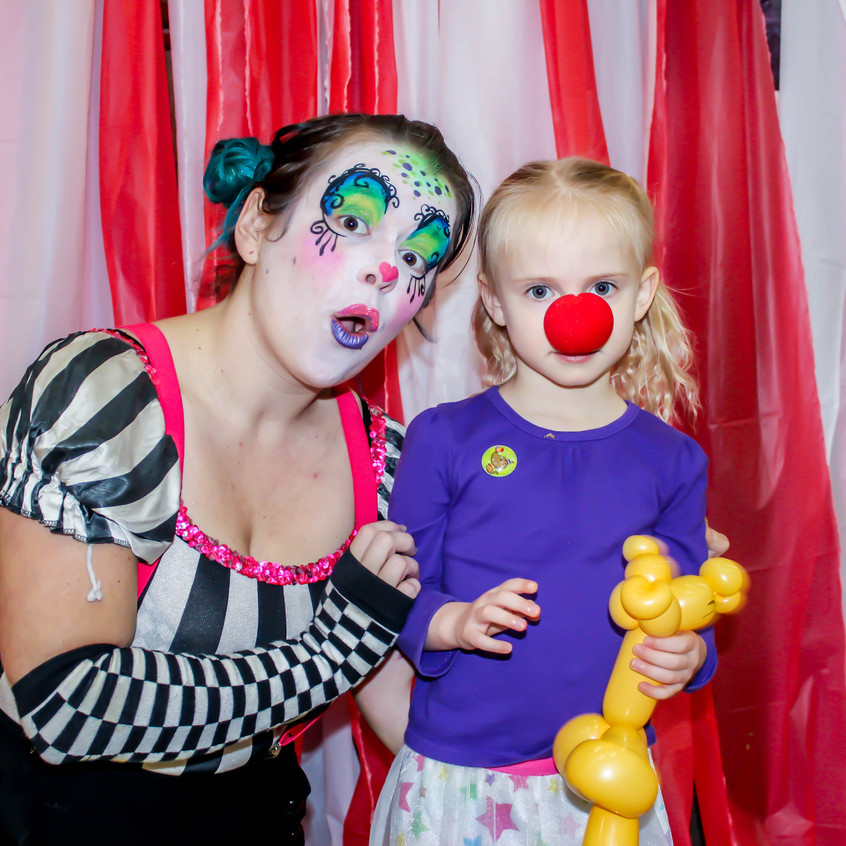 Clown with Earth Fairy Entertainment in Portland Oregon, professional coporate entertainer, birthday party, kids staged show, silly