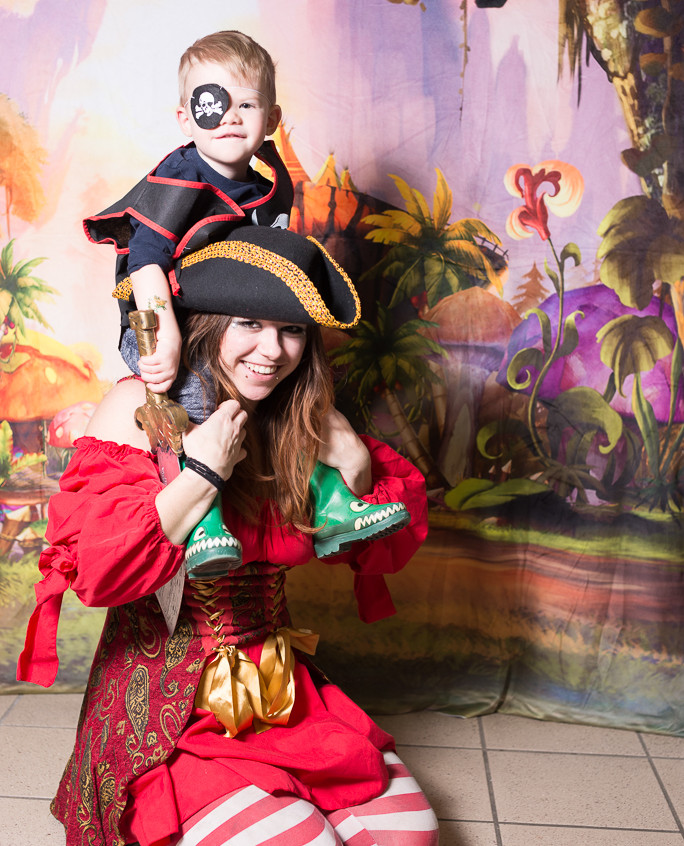 Pirate character appearance from Earth Fairy Entertainment, adventure club, childrens activities, party planning, kids fun Portland Hillsboro Beaverton fairy ac