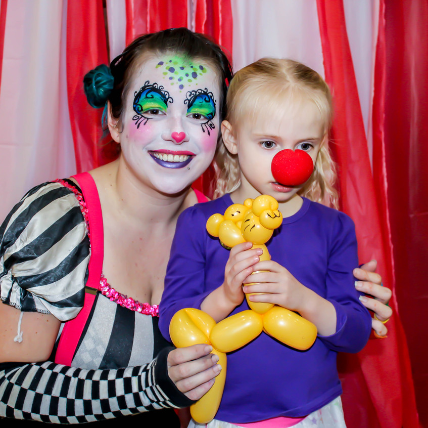 Clown with Earth Fairy Entertainment in Portland Oregon, professional coporate entertainer, birthday party, kids staged show, balloon