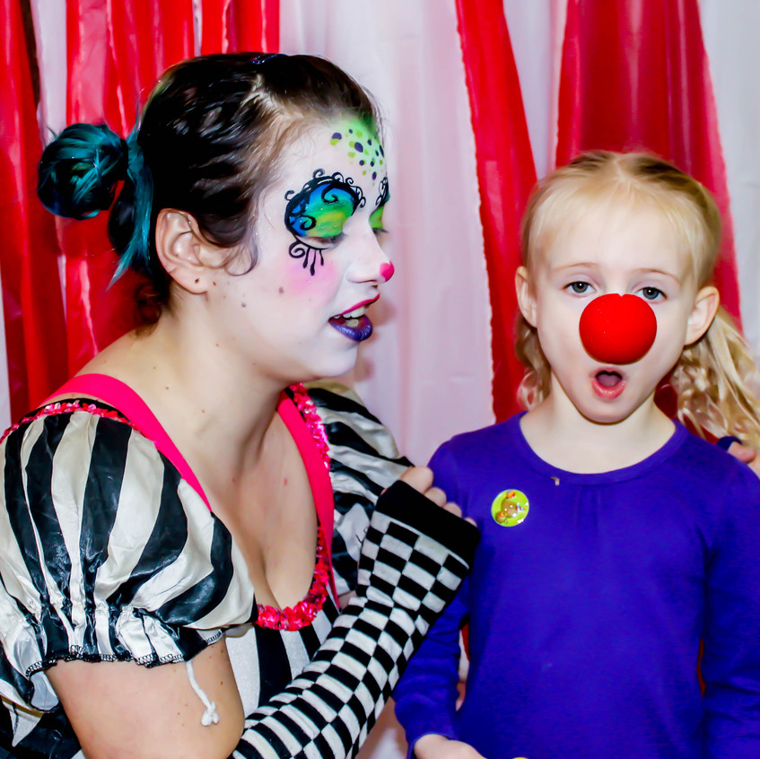 Clown with Earth Fairy Entertainment in Portland Oregon, professional coporate entertainer, birthday party, Vancouver, kids staged show