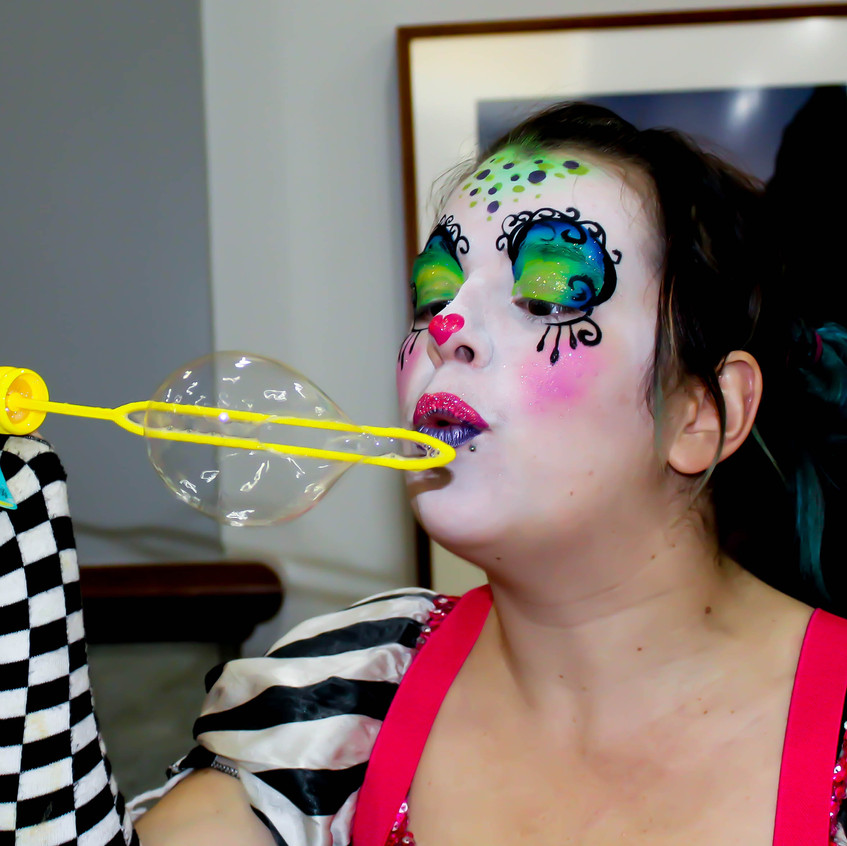 Clown with Earth Fairy Entertainment in Portland Oregon, professional coporate entertainer, birthday party, fun for kids staged show