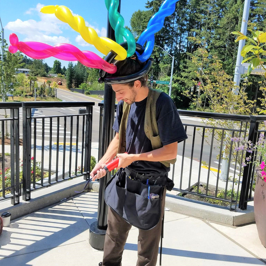 balloon twister with Earth Fairy Entertainment in Portland Oregon, professional corporate entertainer, event, party