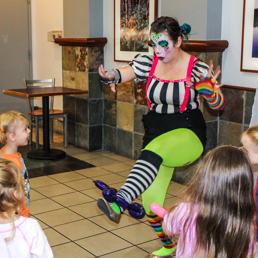 Clown with Earth Fairy Entertainment in Portland Oregon, professional coporate entertainer, Beaverton, birthday party, kids staged show