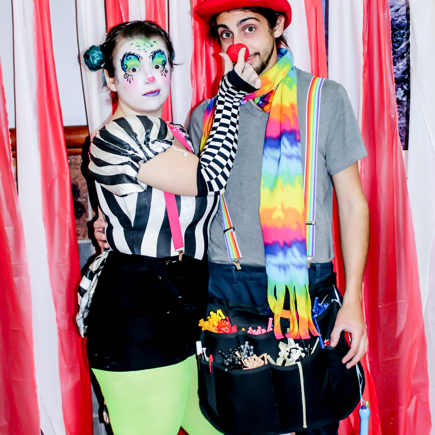 Clown with Earth Fairy Entertainment in Portland Oregon, professional coporate entertainer, balloon twister, birthday party, kids staged show