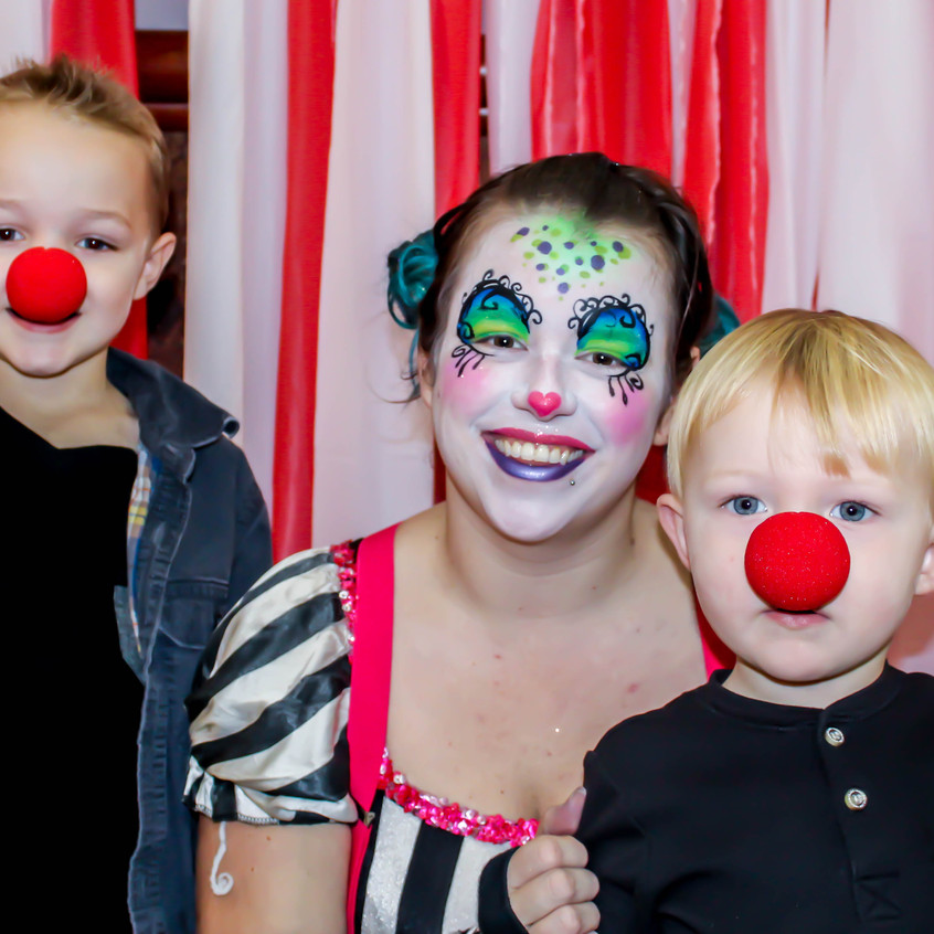Clown with Earth Fairy Entertainment in Portland Oregon, professional coporate entertainer, birthday party, kids staged show, children