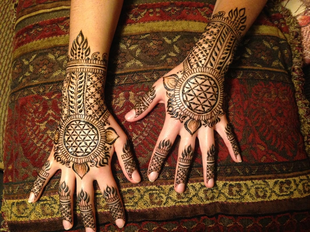 henna by Erika Ryn with Earth Fairy Entertainment in Portland Oregon, maternity, hand, feet, unique,
