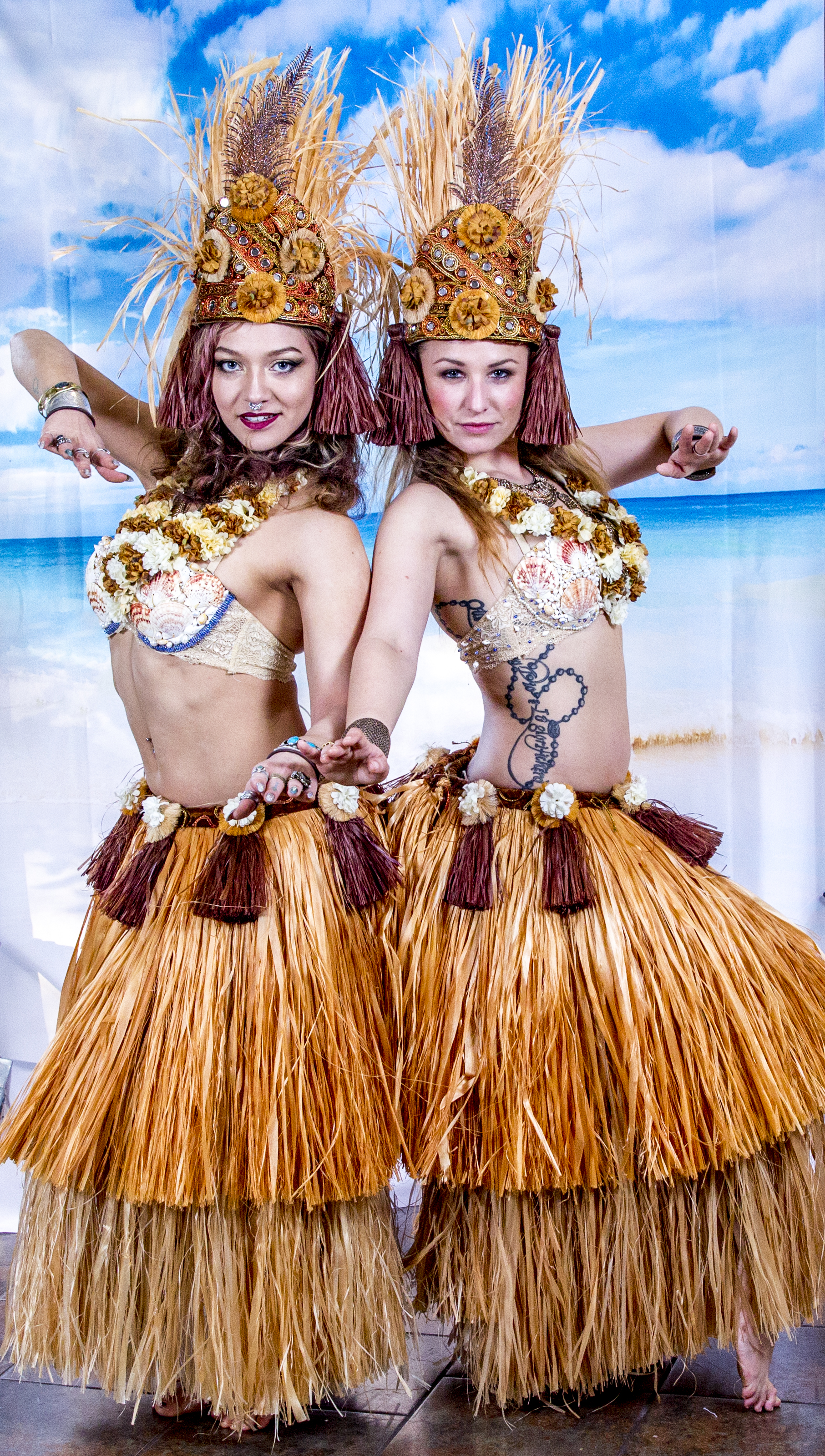 Hawaiian polynesian jula dancer girls with Earth Fairy Entertainment in Portland Oregon, staged show