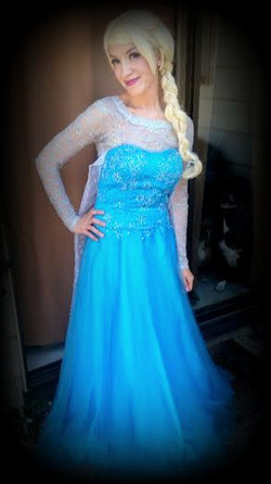 Elsa look alike character appearance by Earth Fairy Entertainment in Portland Or