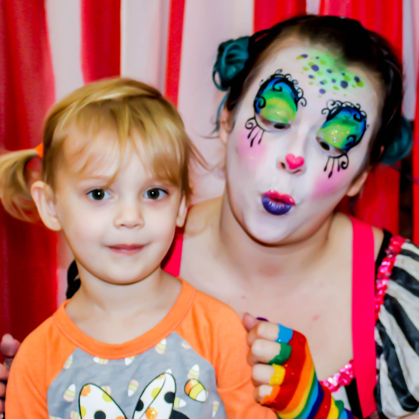 Clown with Earth Fairy Entertainment in Portland Oregon, professional coporate entertainer, birthday party, kids staged show, laugh