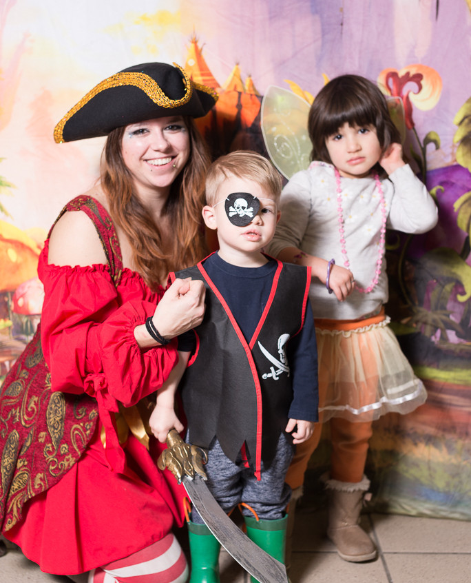 Pirate character appearance from Earth Fairy Entertainment, adventure club, childrens activities, party planning, kids fun Portland Hillsboro Beaverton picture