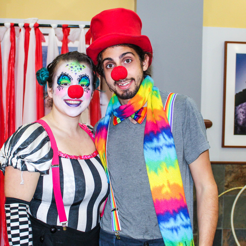 Clown and balloon twister with Earth Fairy Entertainment in Portland Oregon, professional coporate entertainer, birthday party, kids staged show