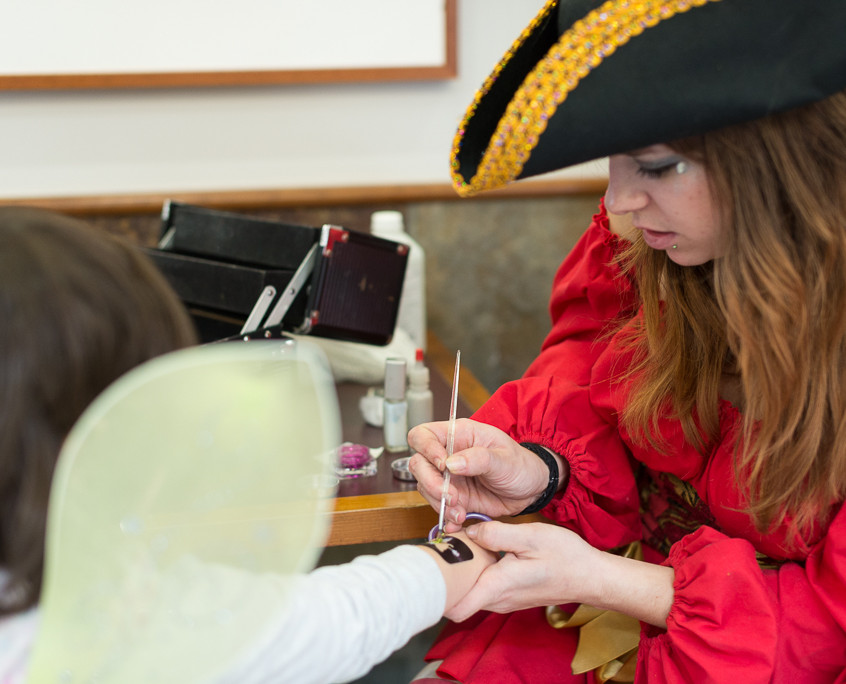 Pirate character appearance from Earth Fairy Entertainment, adventure club, childrens activities, party planning, kids
