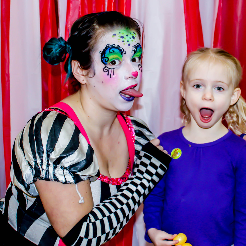 Clown with Earth Fairy Entertainment in Portland Oregon, professional coporate entertainer, birthday party, kids staged show, Vancouver
