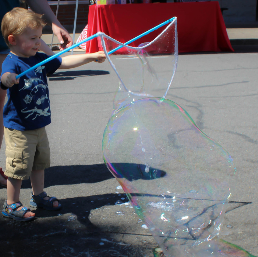 Corporate bubble show and play with Eart