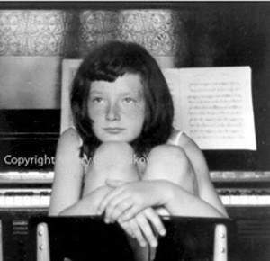 Je suis Élena Gantchikova. Pianiste, compositeur, professeur de piano depuis 25 ans,