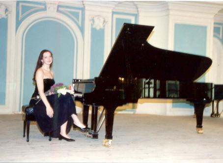 I am Elena Gantchikova. Pianist, composer, piano teacher author of the teaching method Alliancepiano