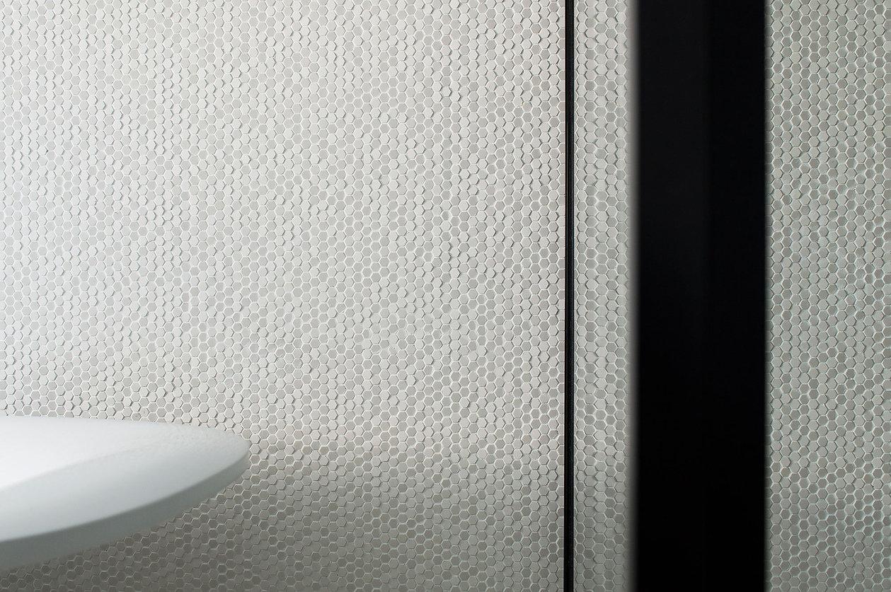 caramel-architekten-martina hatzenbichler-wien-vienna-innenarchitektur-interior design-apartment-wohnung-badezimmer-bathroom-3d fliesen-3d tiles