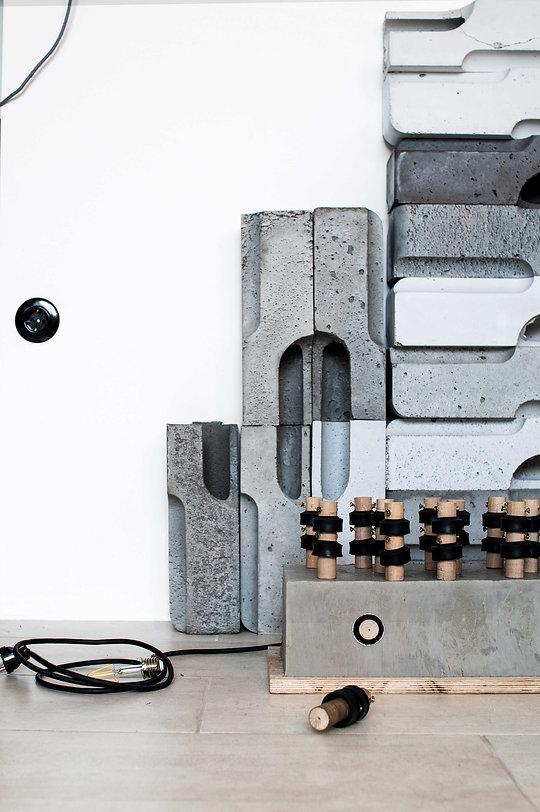 martina hatzenbichler-designerin aus wien-vienna-sputnik-bodenlampe-floor lamp-beton lampe-concrete lamp-light bulb wall-rohe glühbirne-raw light blub-light installation-lichinstallation-prototype-prototyp-07