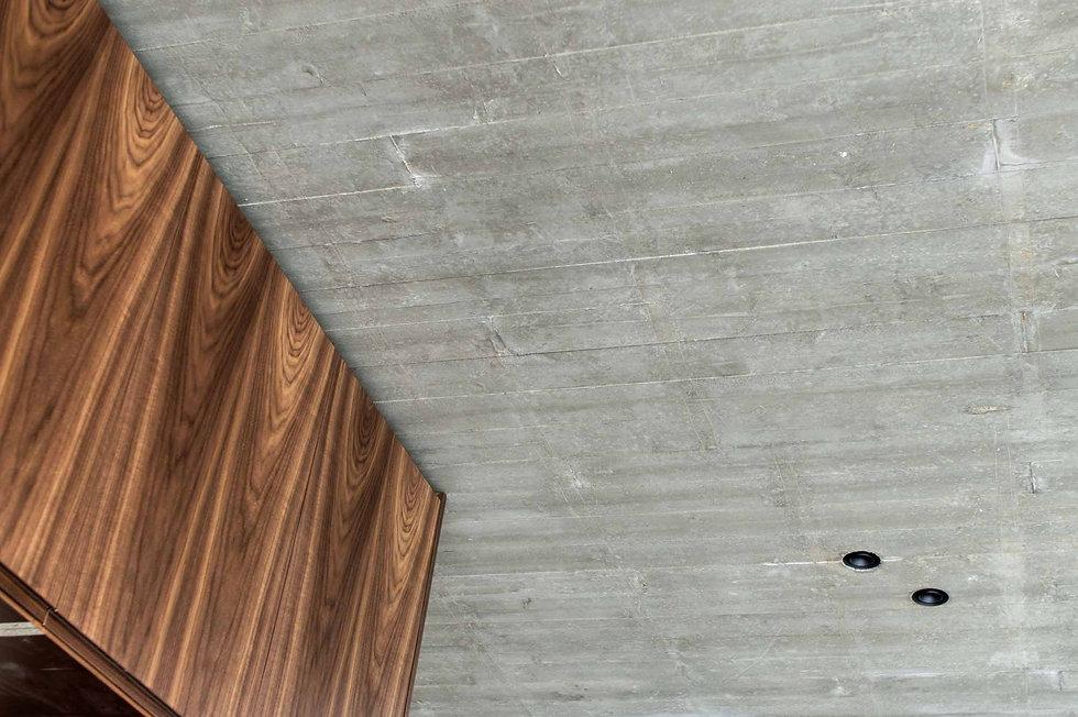 martina hatzenbichler-innenarchitektur-interior design-wien-vienna-architektur-einfamilienhaus-single familiy house-baustelle-building site_02_sichtbetondecke_exposed concrete ceiling