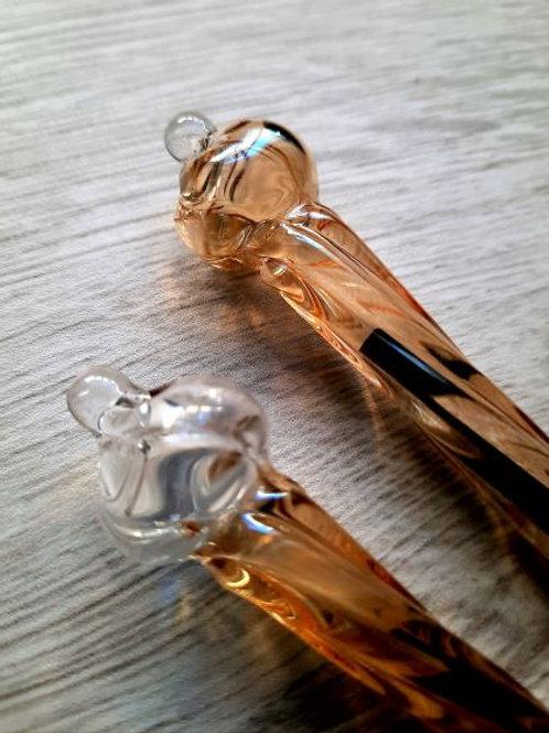 Stylo en verre soufflé fait main en égypte, détail