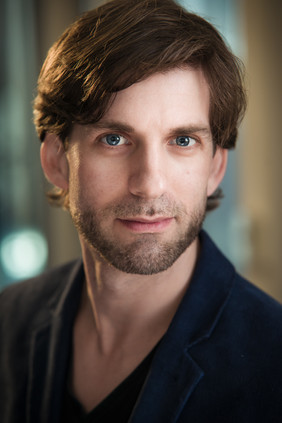 Headshot of Alex by Isaac Peral