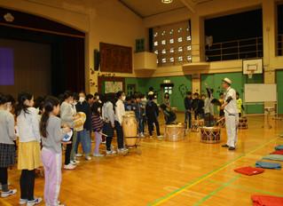 板橋区立金沢小学校にてブラジル音楽ワークショップ