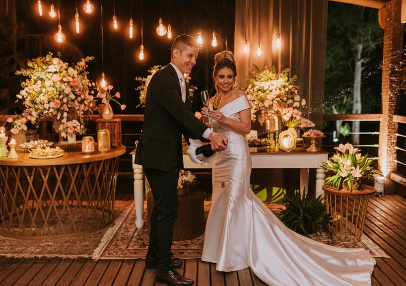 casamento rútico - mesa de bolo no deck - espaço para casamento no campo