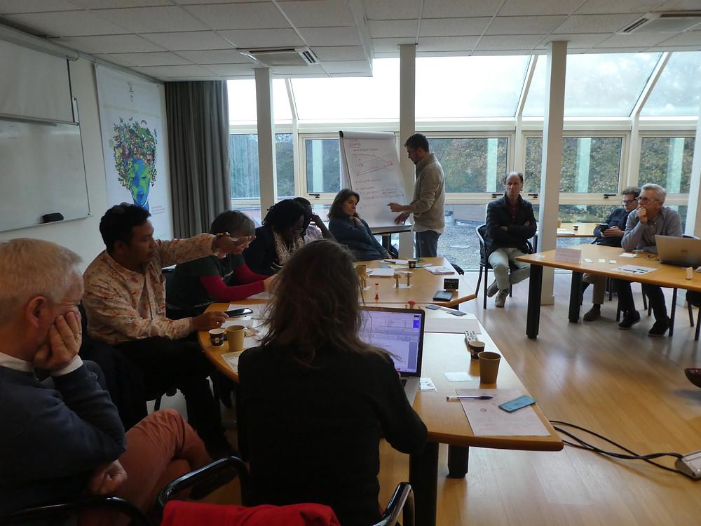 Débats entre participants au séminaire international FAIR PARTNERSHIPS